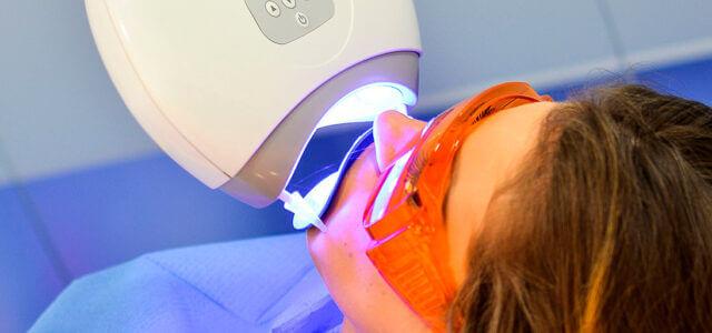 blanqueamiento-dental-con-luz-led