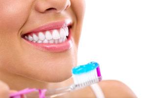 cómo-cuidar-las-carillas-dentales